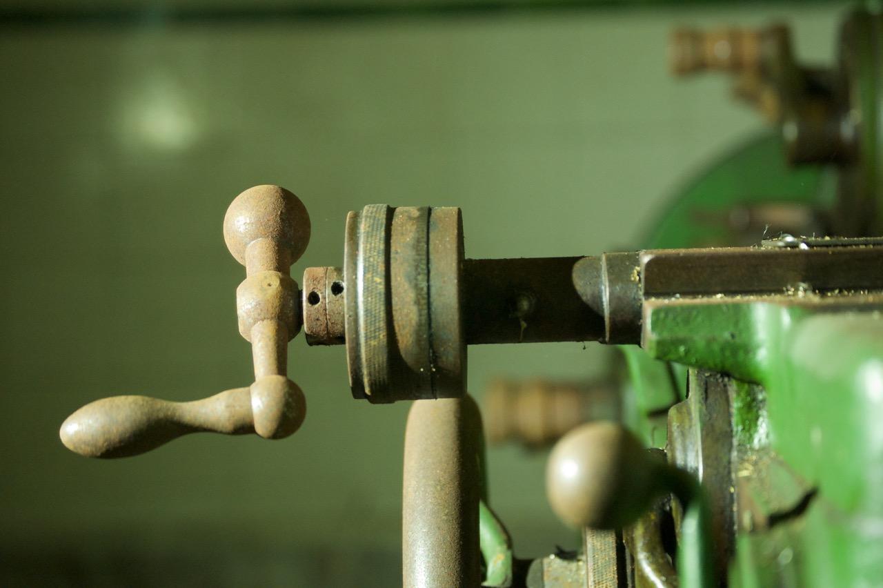 Alte Drehmaschine im Keller